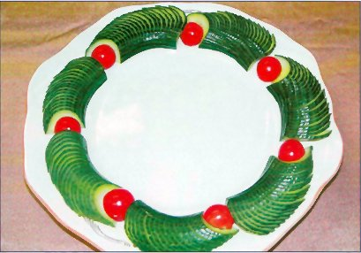 http://ediblecraftsonline.com/edible_creations/project_15/party_plate_decoration.jpg